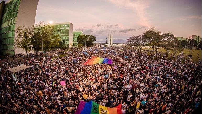 Parada LGBT de Brasília no DF, onde governo proibiu questões sobre orientação sexual e identidade de gênero da populção. (Foto: Bruno Cavalcanti)